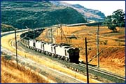 Head end, 200-wagon train: Electric 25kV heavy haul distributed power train with air brakes on COALlink Ermelo-Richards Bay line.